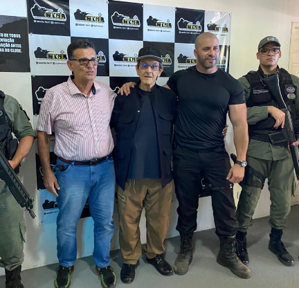 Preso político Daniel Silveira filia-se ao PTB