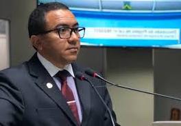 Vereador responsabiliza o governador João Azevedo pelo caos na saúde da Paraíba.