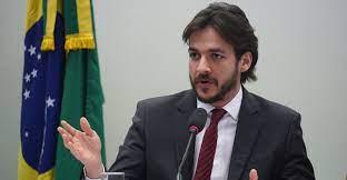 Projeto do deputado Pedro Cunha Lima limita exigência de idade máxima do candidato em concurso