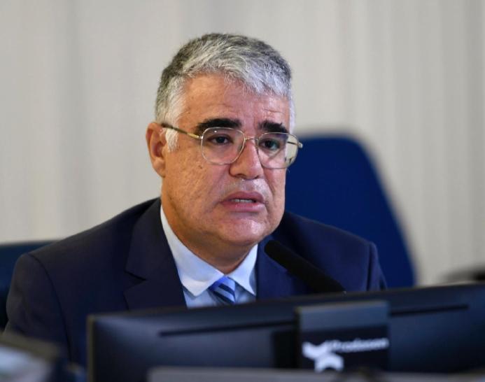 Eduardo Girão anuncia candidatura e CPI da Covid-19 terá disputa pela presidência