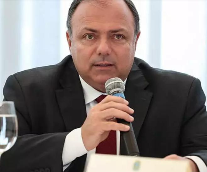 Bolsonaro nomeia ex-ministro Pazuello na Secretaria-Geral do Exército