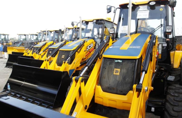 Governo Bolsonaro entrega 24 máquinas pesadas no estado da Paraíba.