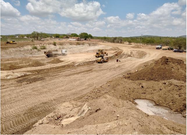Prefeitura de Campina Grande mantém ritmo acelerado na construção da barragem que será a segunda maior do município.