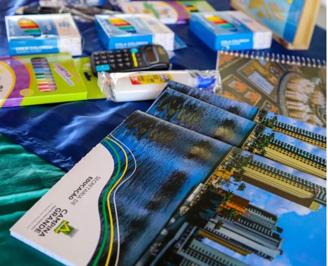 Prefeitura finaliza entrega de mais de 16 mil kits de material escolar para alunos dos anos iniciais