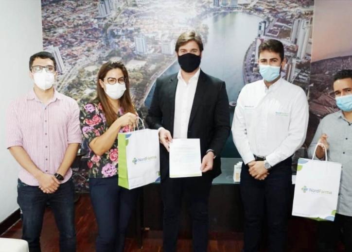 Empresa farmacêutica doa polivitamínicos para profissionais de saúde do Município de Campina Grande.