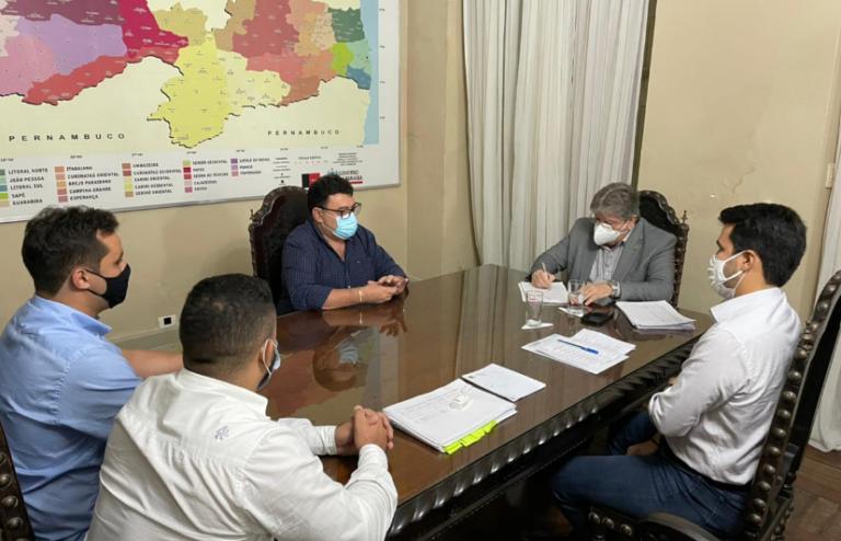 Prefeito de Soledade se reúne com governador e pede apoio para projeto de implantação de Polo Industrial