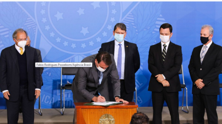 Gigantes do asfalto: Bolsonaro lança programa para ampliar renda de caminhoneiros