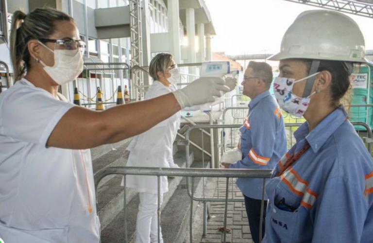 Governo Federal vai iniciar distribuição de vacinas contra covid-19 a portuários