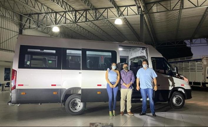 Efraim Filho: Nova van com acessibilidade é adquirida para transporte de pacientes em Ouro Velho