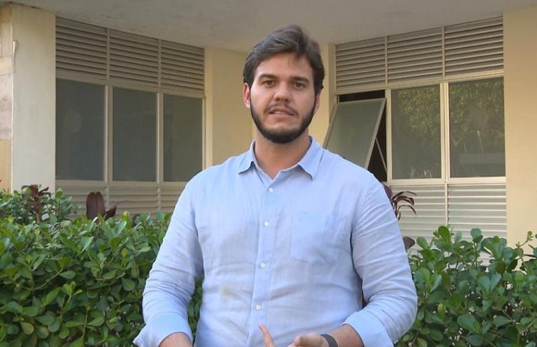 Prefeito de Campina Grande anuncia vacinação dos professores e profissionais da educação.