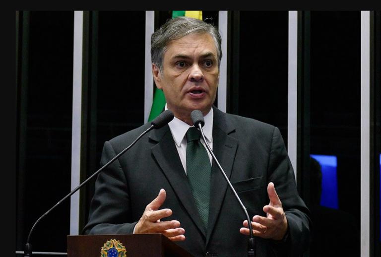 Cássio Cunha Lima debate Constituição e Pacto Federativo com estudantes de Direito