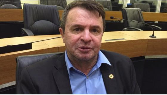 Assembleia Legislativa da Paraíba aprova projeto do Deputado Moacir que inclui mel de abelha na merenda escolar.