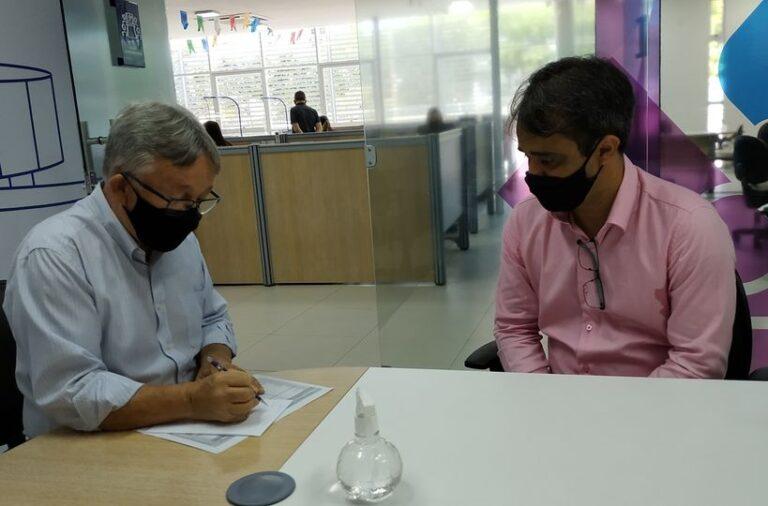 Vereador se reúne com gerente do Sebrae e requer parcerias da PMCG com o órgão