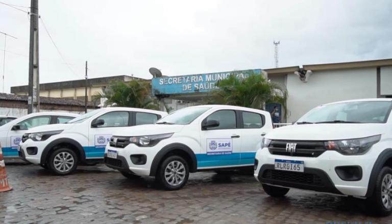 Secretaria de Saúde de Sapé recebe cinco veículos novos, freezer para armazenar vacinas e equipamentos hospitalar.