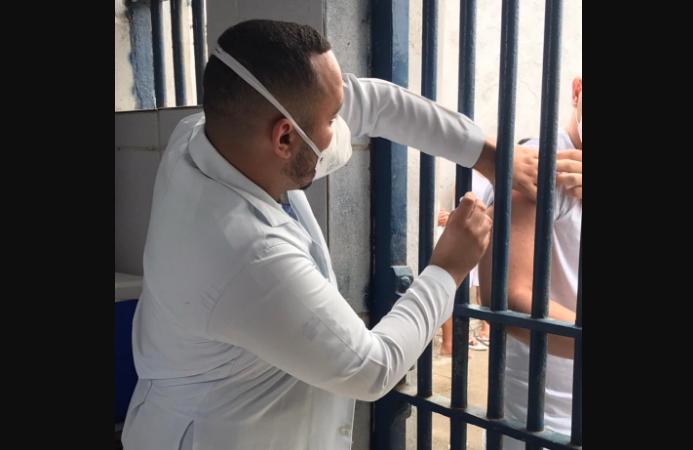 Sapé vacina detentos e moradores em situação de rua contra covid-19