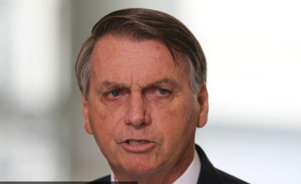 Bolsonaro sente dores e é internado em hospital de Brasília, para realizar exames.