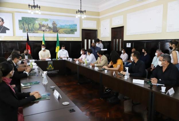 Bruno reúne representantes do movimento em defesa do Parque do Poeta e monta agenda em prol da regularização da área