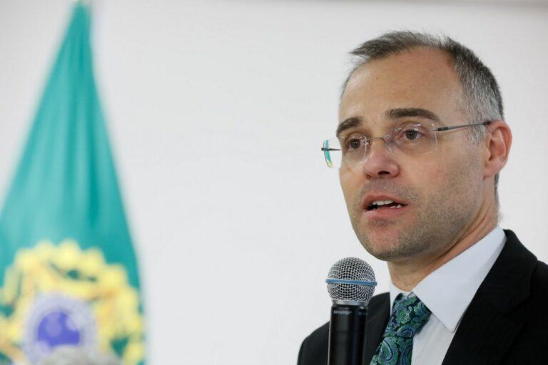 Senadores cobram votação na CCJ da indicação de André Mendonça