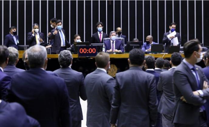 Câmara aprova texto-base da reforma eleitoral; votação continua nesta quinta-feira.