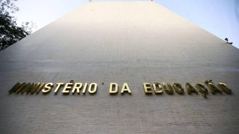 Governo Bolsonaro libera R$ 344,6 milhões para instituições federais de ensino.